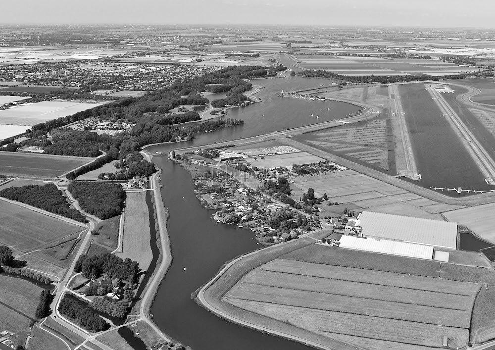 Oude veenrivier de Rotte, de Rottemeren en rechts in de polder de Willem-Alexander roeibaan tussen Rotterdam en Moerkapelle, 2013 (foto Izak van Maldegem)
